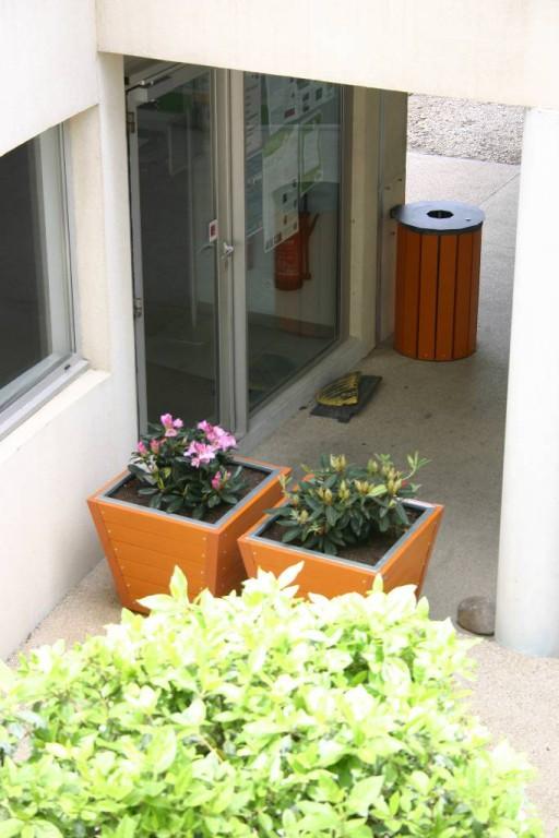 bacs fleurs plastique recycl ecodesign. Black Bedroom Furniture Sets. Home Design Ideas